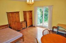 Studio apartment to rent in Lynton Road, North Acton...
