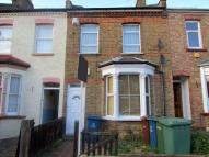 Ground Flat to rent in Stanley Road, HARROW...