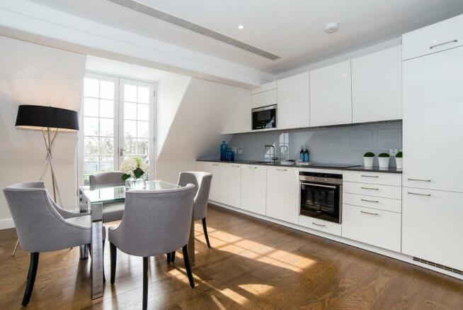 Contemporary open-plan kitchen/Reception