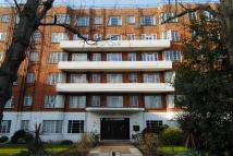 Studio flat in Wyke Road, Raynes Park...