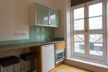 Flat to rent in Shepherds Bush Road...