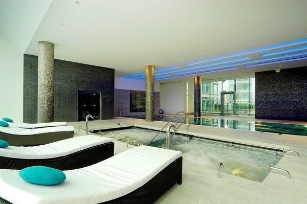 600 Spa & Pool