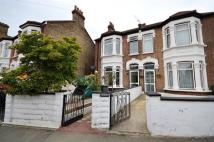 Flat to rent in Crescent Road, Plaistow