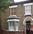 1 bed Ground Flat in Fourth Avenue, London...