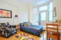 Studio apartment in Topsfield Parade...