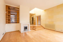 5 bed Detached home to rent in Birchwood Drive, London...