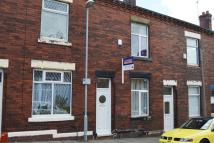 Terraced home to rent in Forest Street...