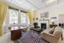 2 bed Flat in Rosary Gardens...