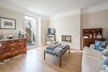 2 bedroom Flat in Hogarth Road...