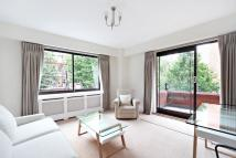 Flat to rent in Roland Gardens...