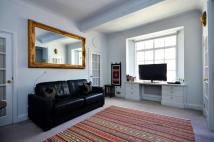 Studio apartment to rent in Hallam Street...