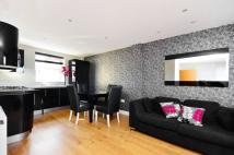 Flat to rent in Enford Street...