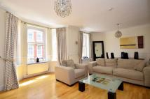 Flat to rent in Eastcastle Street...