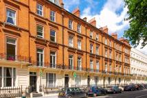 2 bed Flat in Colosseum Terrace...