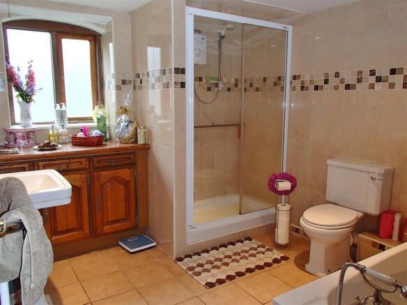 Bathroom & Separate w/c