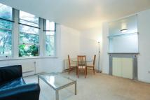 Flat to rent in Hyde Park Place...