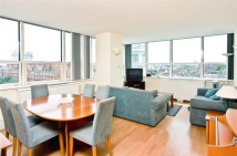 3 bedroom Flat to rent in Marathon House...