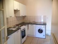2 bed Flat to rent in Southall, Middlesex