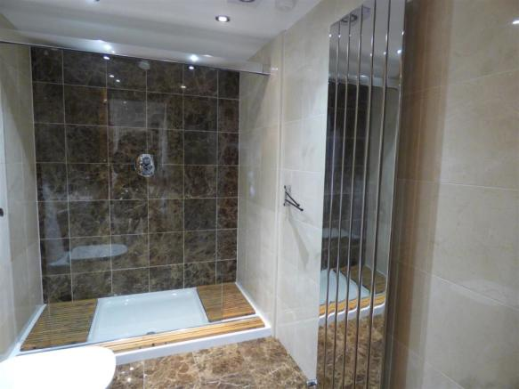 DOWNSTAIRS CLOAKS/SHOWER ROOM