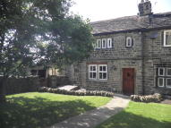 3 bedroom Cottage to rent in Hall Ing, Honley...