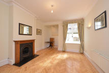 2 bed Flat in Kensington Court Place...