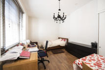 Flat to rent in Queen's Gate Place...