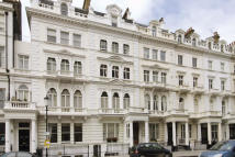 2 bedroom Flat in QUEEN'S GATE TERRACE...