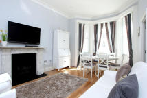 2 bedroom Flat in STANHOPE GARDENS, London...