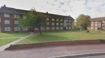 Flat to rent in Padnall Road, Romford...