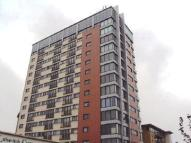 Flat to rent in Eastern Avenue, Ilford...