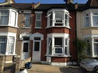 Flat to rent in Sheringham Avenue...