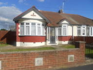 Bungalow to rent in Lawns Way, Collier Row...