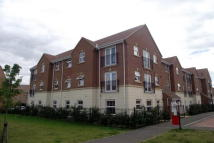 2 bedroom Flat in Drakes Avenue...