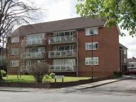 2 bed Flat in Chase Road, Oakwood...