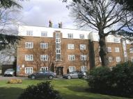 2 bedroom Flat in High Street, Southgate...