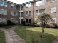 3 bedroom Flat in Chase Road, Oakwood...