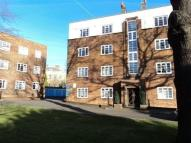 Flat to rent in High Street, Southgate...