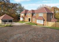 4 bed Detached house to rent in Deerhurst Park...
