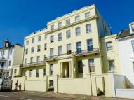 Flat to rent in Buckingham Place...