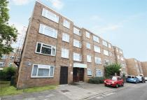 Flat in Lambourn Close, Ealing