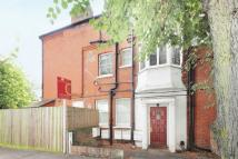 2 bedroom Flat to rent in Gunnersbury Avenue...