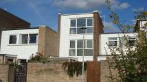 Town House to rent in Gwynns Walk, Hertford...