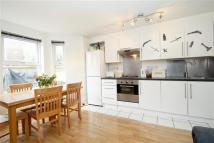 4 bed Flat to rent in Narford Road, E5