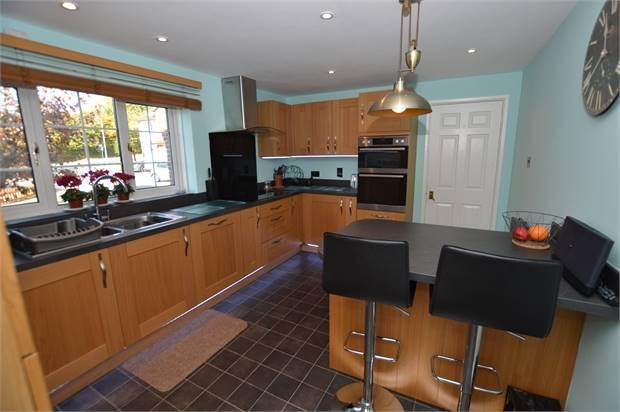 FULLY FITTED KITCHEN/BREAKFAST ROOM