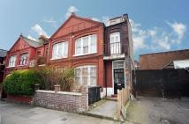 Flat to rent in Salisbury Road, London...