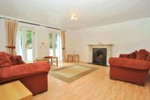 Apartment in Broadlands Road...