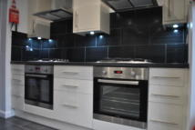 6 bedroom semi detached house to rent in Tennyson Road, Hounslow...