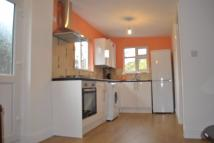 Ground Flat to rent in Worton Way, Isleworth...