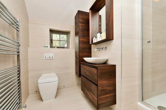 8210876-bathroom3-80