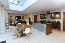 6 bed Detached home in Water Lane, Cobham...